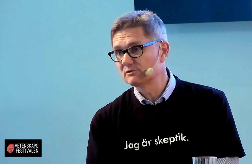 Bild: Pontus Böckman Årets Förvillare 2021. Montage baserat på foto från videoinspelning av Vetenskapsfestivalen.